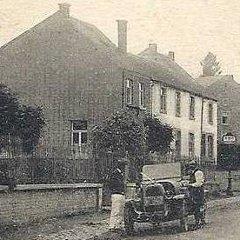 Postée en 1923